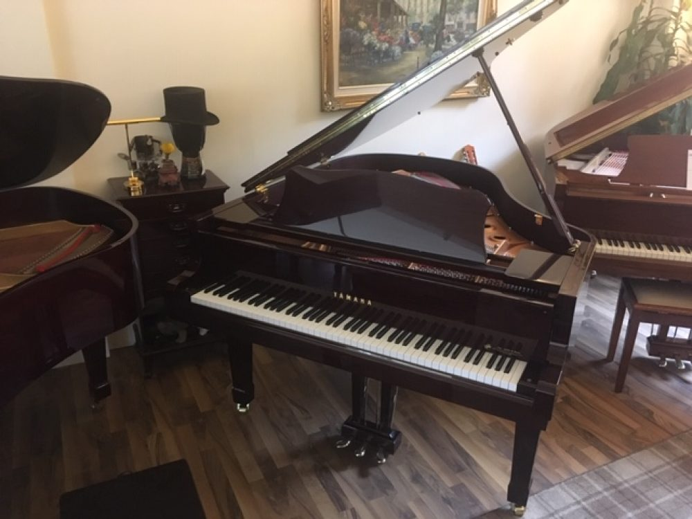 Yamaha C2 Grand Piano Mahogany