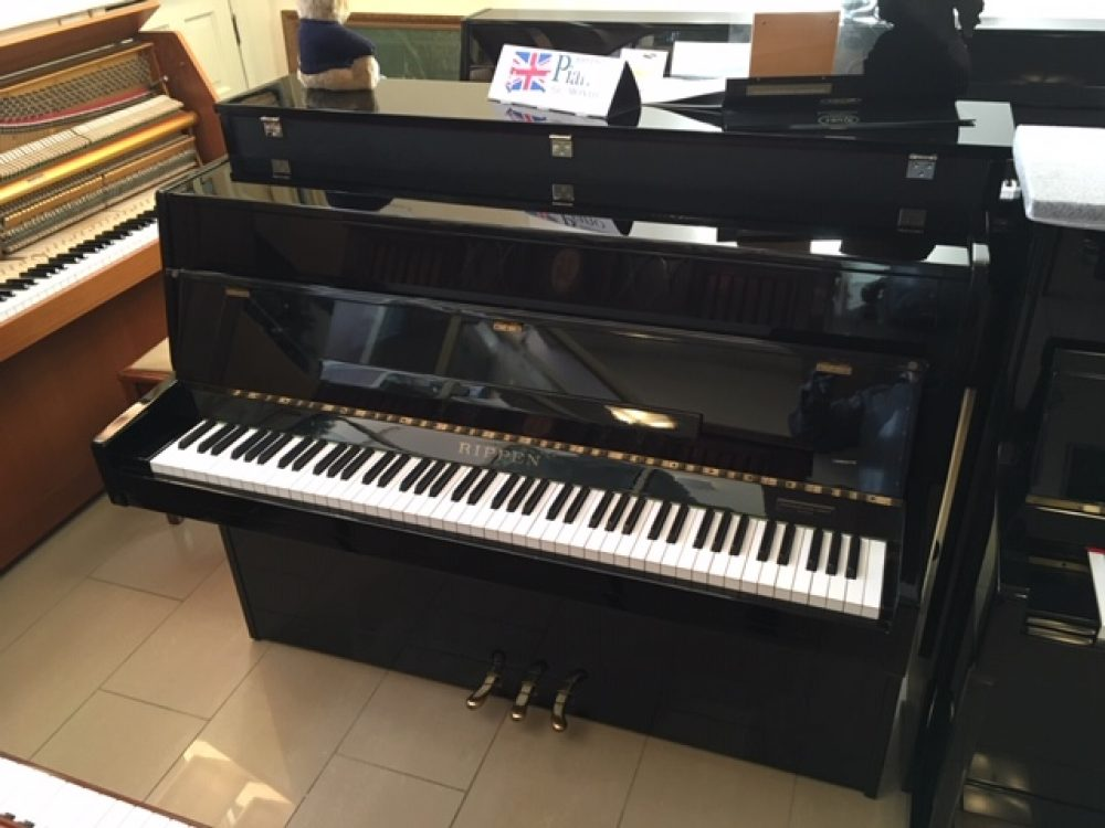 Rippen Black Upright Piano