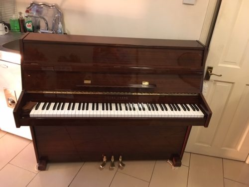 Young Chang E-101 Mahogany Piano