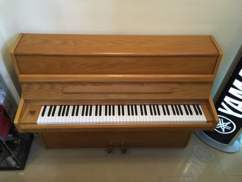 Reid Sohn Oak Upright Piano