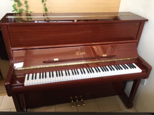 Essex UP 123 Upright piano