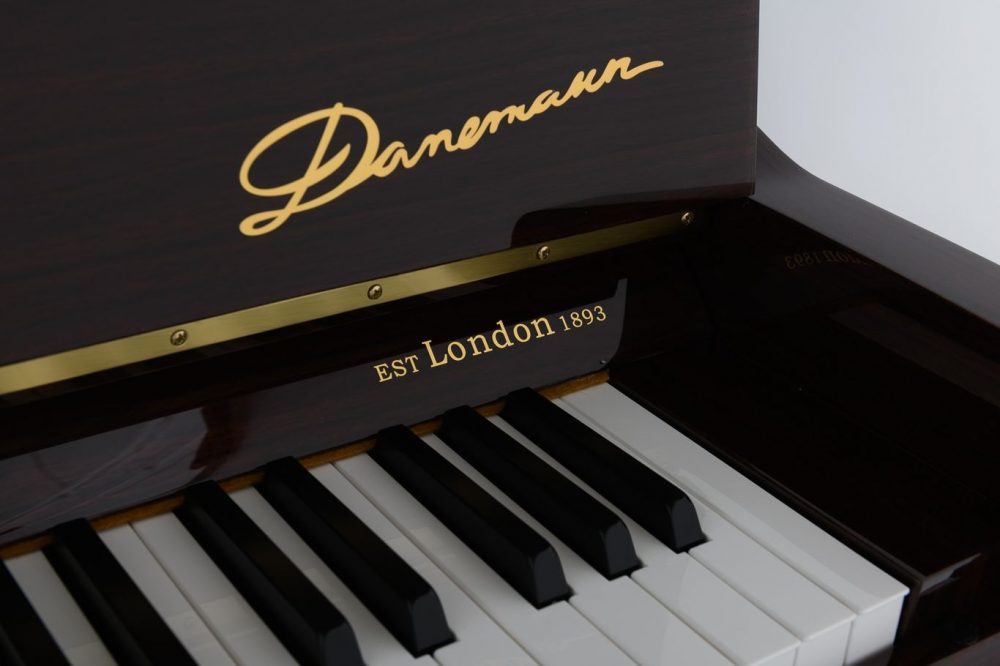 Danemann DU-115 Polished Walnut
