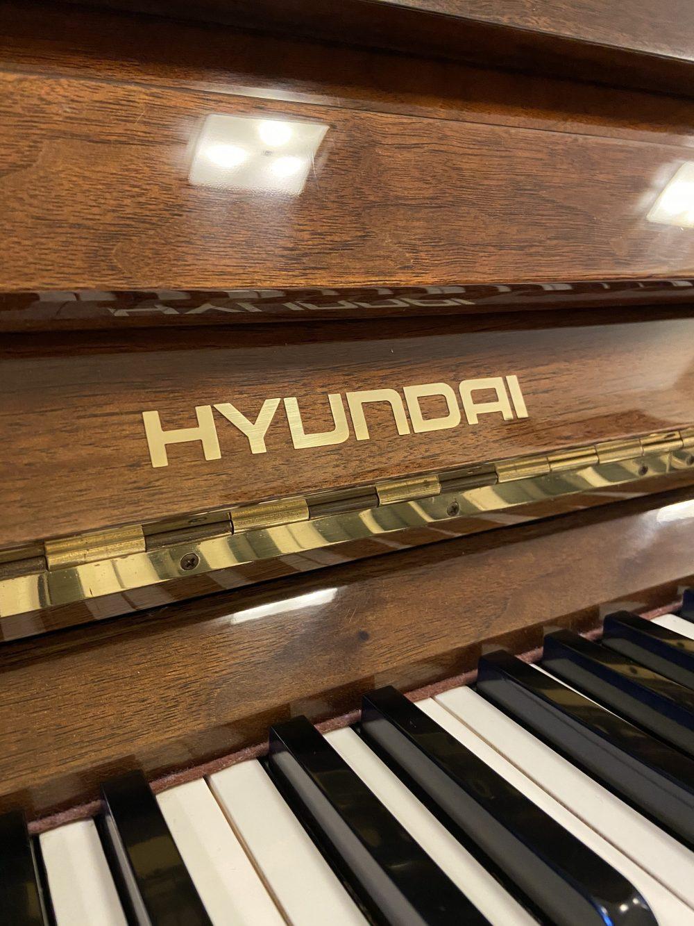 Hyundai upright